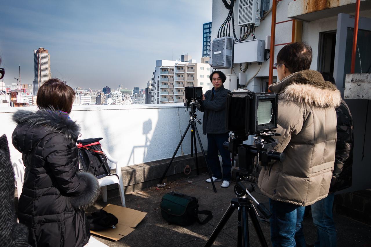 東京四谷の現研屋上で大判カメラ実習